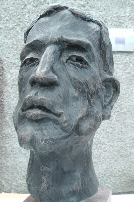 Bronze-bust-of-brothers-Richard-Austin-sculpture-2