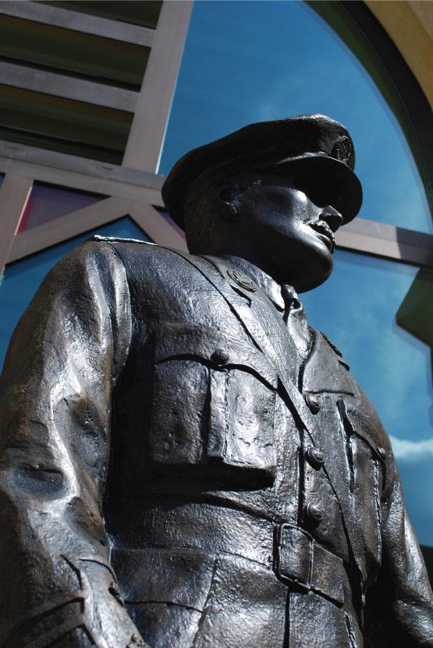 Edgar-Mobbs---Richard-Austin-sculpture-(2)