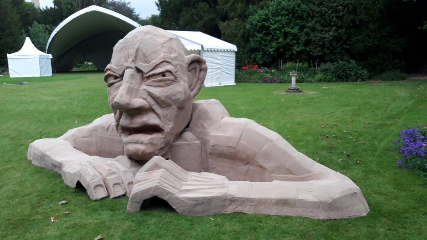 Giant-Richard-Austin-sculpture-Cambridge-University-2