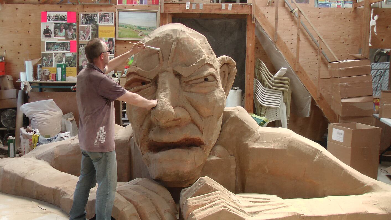 Giant-Richard-Austin-sculpture-Cambridge-University