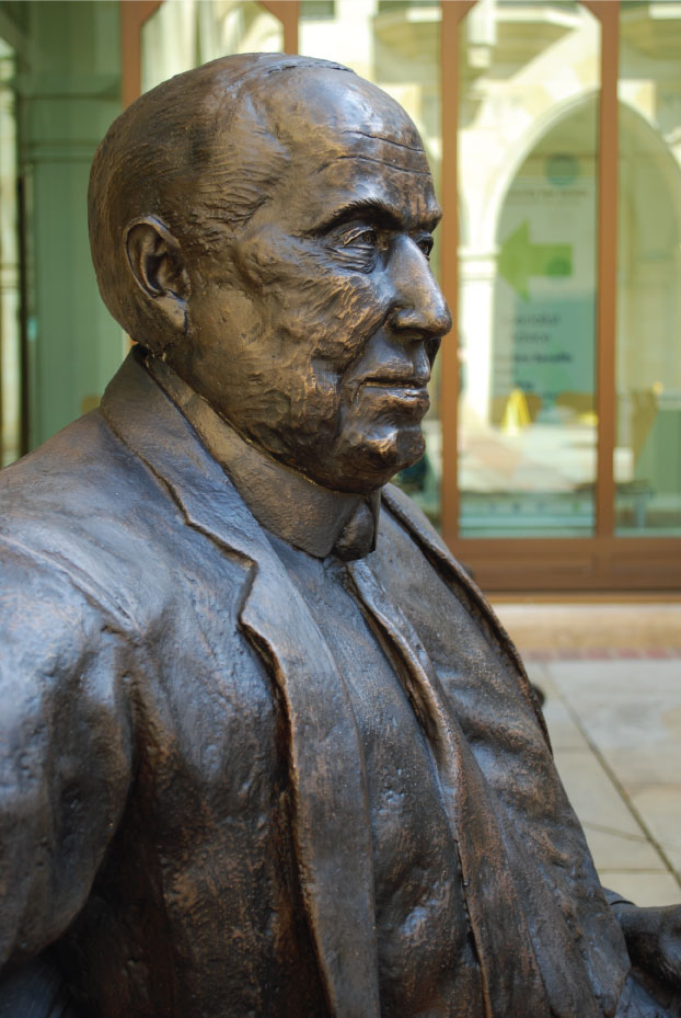 Malcolm-Arnold---Richard-Austin-sculpture-(3)
