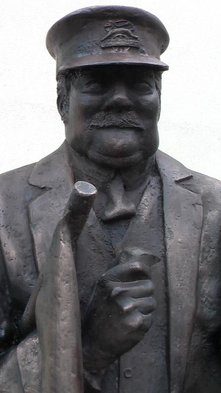 Station-Master-Richard-Austin-sculpture